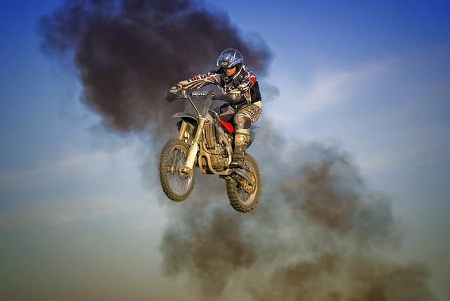 apollo estreme dirt bike jump
